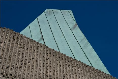 Detail of the Elephant House facade: the rough surface is supposed to emulate its inhabitant%26#8217%3Bs form