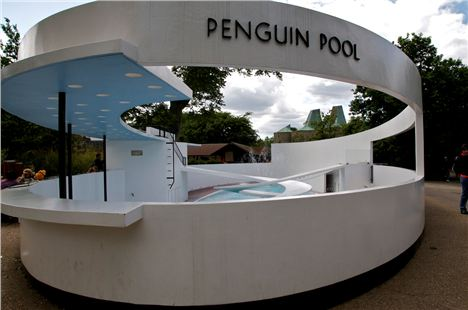 The dramatic curves of the Penguin Pool make it a modernist architectural icon
