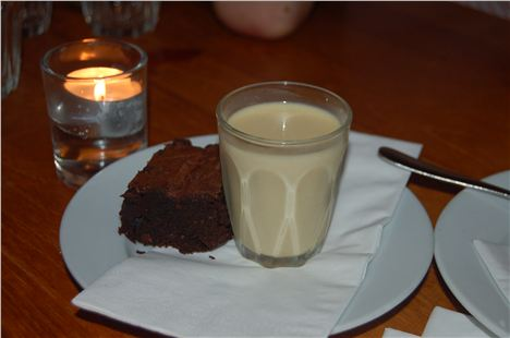 Pistachio milk and brownies