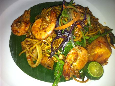 Mamak Gee Goreng %28fried noodles with prawns and squid%29